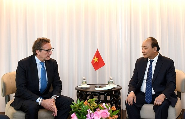 Prime Minister Nguyen Xuan Phuc receives US firms' leaders hinh anh 1
