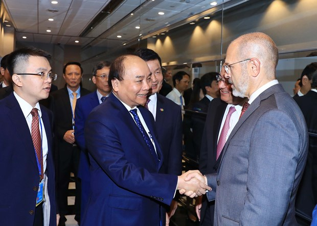 Prime Minister meets US firms to talk investment in Vietnam hinh anh 1