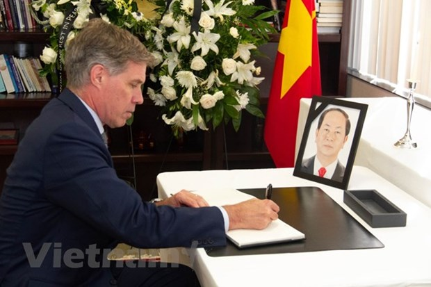 Respect-paying ceremony for President Tran Dai Quang held abroad hinh anh 1