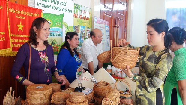 Showroom displaying Vietnamese, Lao products opened in Quang Binh hinh anh 1