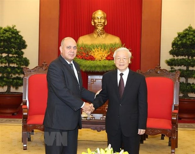 Party chief receives high-ranking Cuban delegation hinh anh 1