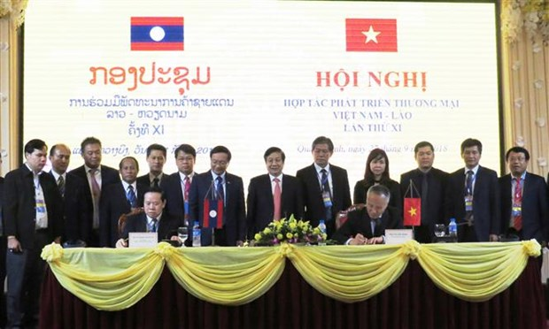 Vietnam, Laos cooperate to develop border trade hinh anh 1
