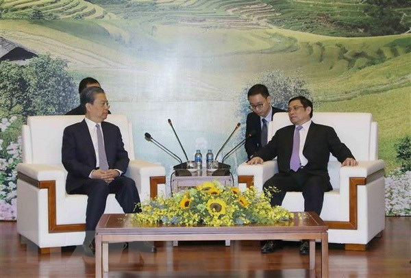 Vietnamese, Chinese Party officials discuss bilateral ties hinh anh 1