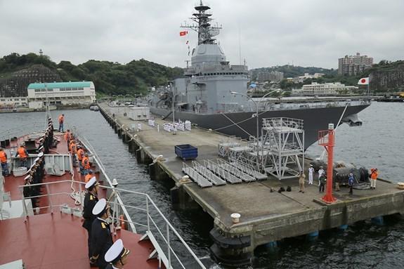 Ship 015-Tran Hung Dao of Vietnam Navy visits Japan hinh anh 1