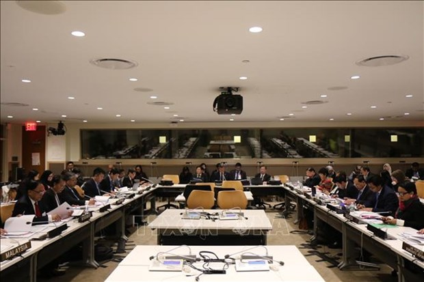 ASEAN foreign ministers meet on sidelines of UNGA's 73rd session hinh anh 1