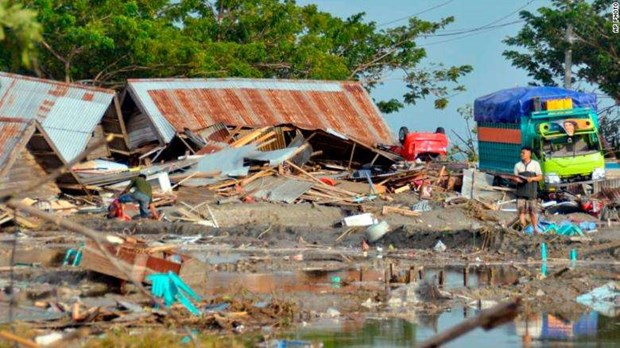 Death toll from Indonesia quakes, tsunami hits over 830 hinh anh 1