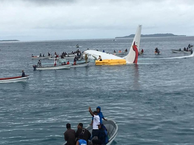 Four Vietnamese aboard Papua New Guinea's plane overshooting runway hinh anh 1