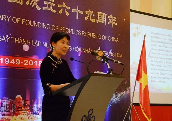Reception marks 69th National Day of China in Hanoi hinh anh 1