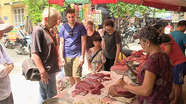 Vietnamese cooking classes draw foreign tourists hinh anh 3