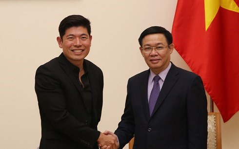 Deputy PM: Vietnam supports cashless payments hinh anh 1