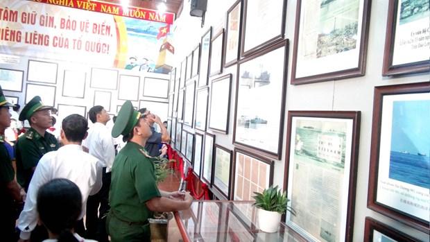 Exhibition on Vietnam's Hoang Sa, Truong Sa held in Quang Tri hinh anh 1