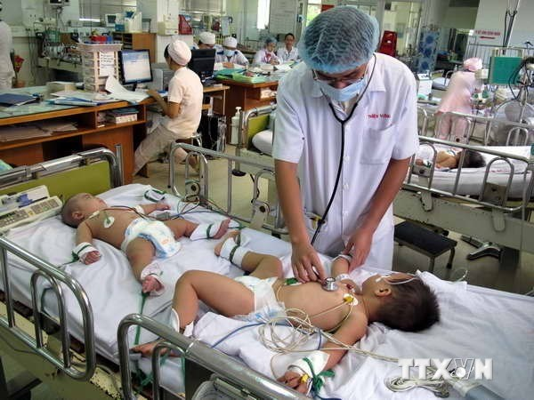 Health ministry tightens control over hand-foot-mouth disease hinh anh 1