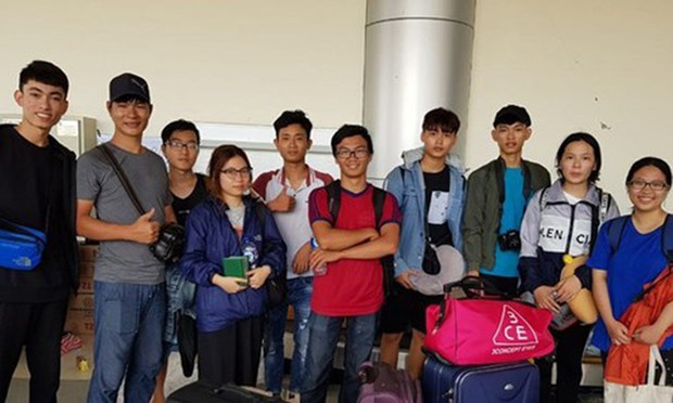 Indonesia's earthquake: Vietnamese students safely arrive in Jakarta hinh anh 1
