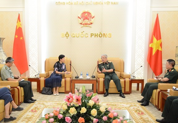 Deputy Defence Minister welcomes Chinese Charge d'affaires hinh anh 1