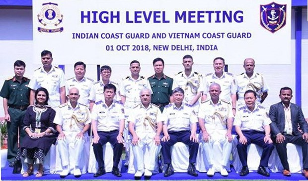 Vietnam Coast Guard vessel pays first visit to India hinh anh 1