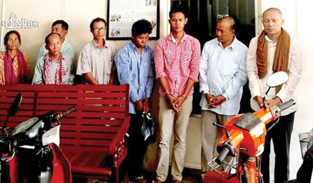 Cambodia charges 8 people with organising combat group, trafficking firearms hinh anh 1