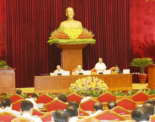 Party Central Committee discuss socio-economic development hinh anh 1