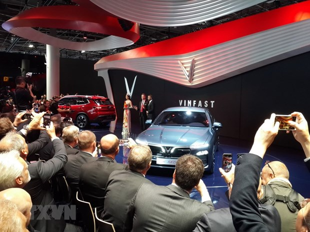 Vietnamese firm introduces car models at Paris Motor Show hinh anh 1