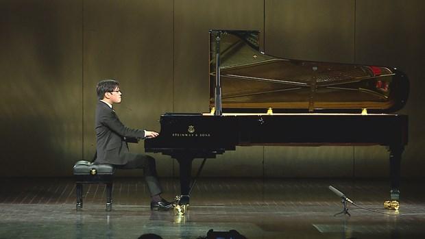 Overseas Vietnamese pianist held solo concert in Vietnam hinh anh 1