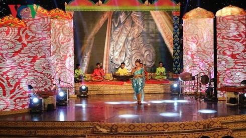 First Mekong Delta Khmer folk song festival wraps up hinh anh 1