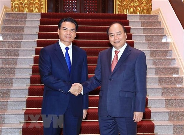 PM Nguyen Xuan Phuc hosts head of Lao Government Office hinh anh 1