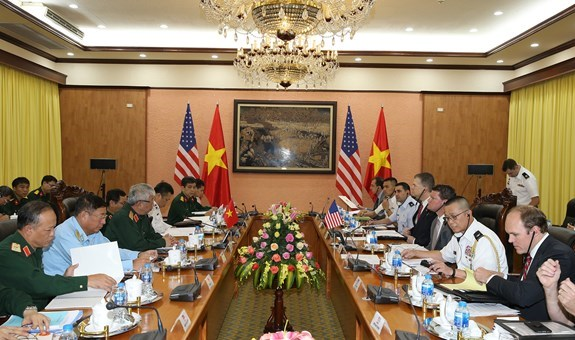 Vietnam, US hold defence policy dialogue in Hanoi hinh anh 1