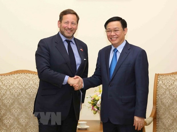UK to help Vietnam with smart city building hinh anh 1