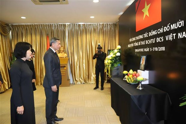 Vietnamese embassies open funeral books for former Party chief hinh anh 2