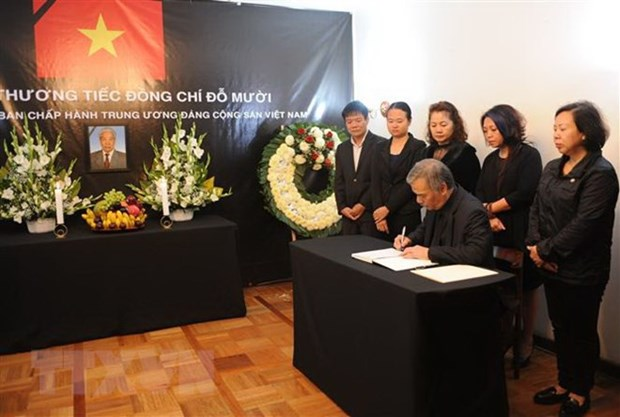 Tribute-paying services held for former Party chief across the world hinh anh 2