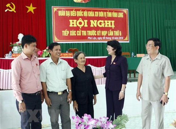 Acting President meets voters in Vinh Long hinh anh 1