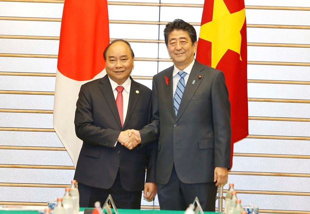 Vietnamese, Japanese PMs hold talks in Tokyo hinh anh 1