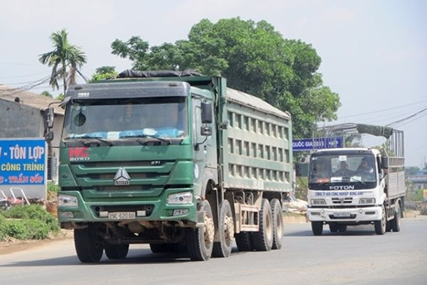 VEC bans 31,000 overloaded trucks from highways hinh anh 1