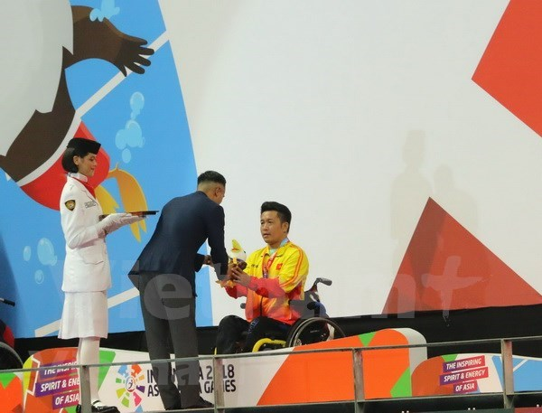 Swimmer secures first gold for Vietnam at Asian Para Games 2018 hinh anh 1