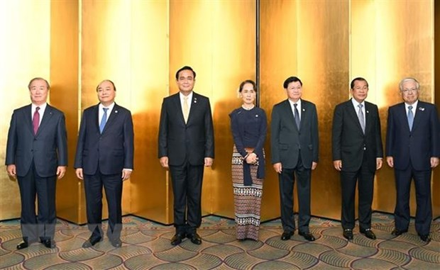PM Phuc busy with activities in 10th Mekong-Japan summit's framework hinh anh 1