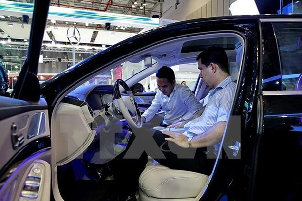 Vietnam imports over 11,000 cars in nine months hinh anh 1