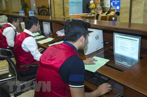 Vietnamese shares suffer from sell-off on global market hinh anh 1