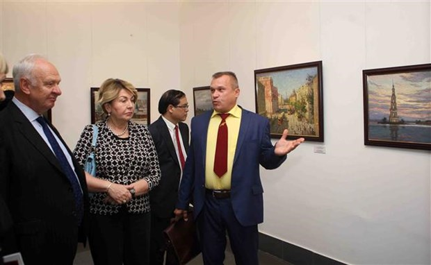 Painting exhibition featuring Russian landscape opens in Hanoi hinh anh 1