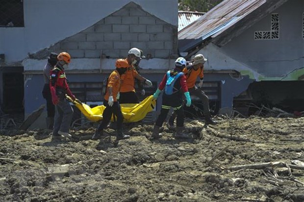 Indonesia extends search for victims of September deadly disaster hinh anh 1