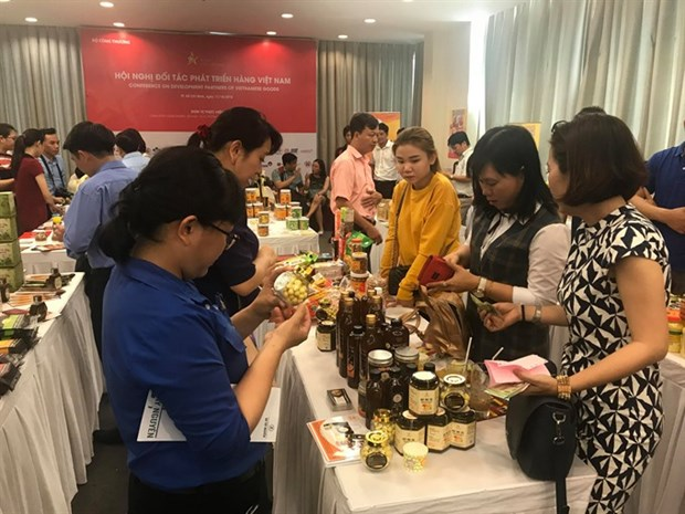Experts talk ways to help businesses improve competitiveness hinh anh 1