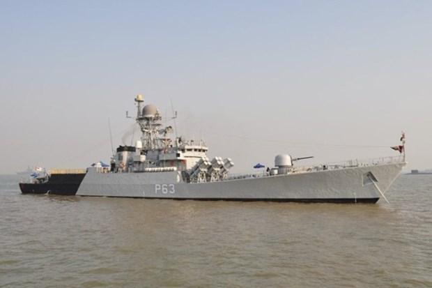 Indian, Indonesian navies conduct joint patrol at sea hinh anh 1