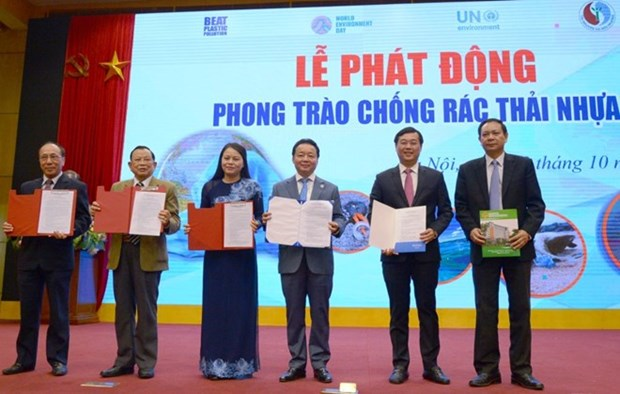 Nationwide campaign launched to combat plastic pollution hinh anh 1