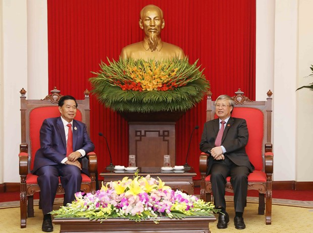 Senior CPV official receives Vientiane delegation hinh anh 1