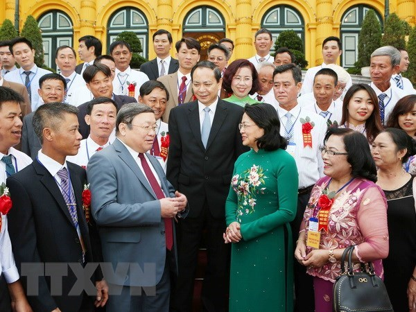 Acting President meets with exemplary Vietnamese farmers hinh anh 1