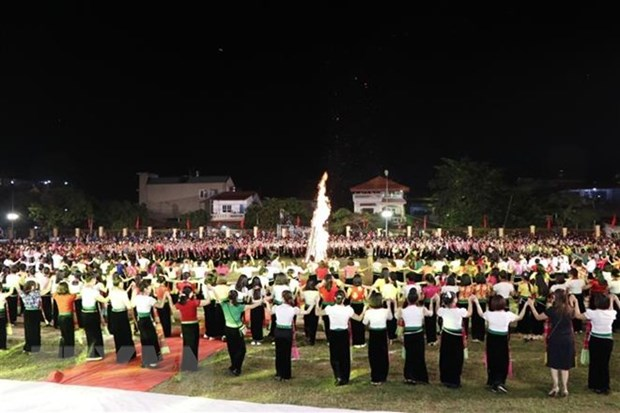 Thousands of tourists flock to Muong Lo Tourism-Culture Week hinh anh 1
