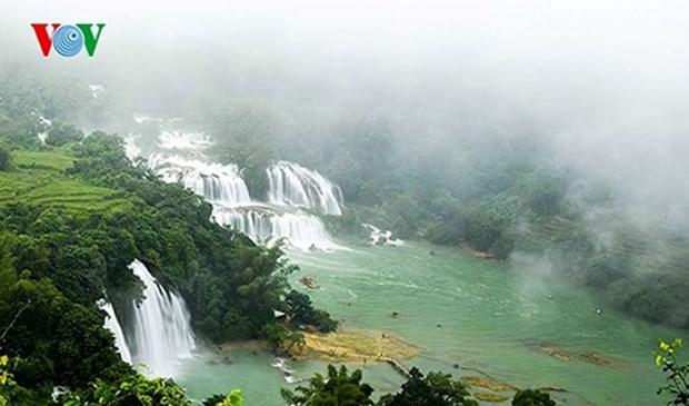 Cao Bang kicks off Ban Gioc waterfall tourism festival hinh anh 1
