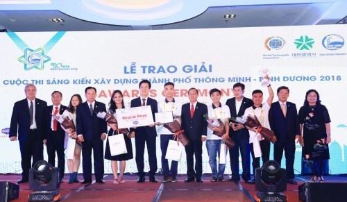 Vietnamese team wins int'l smart city initiative competition hinh anh 1