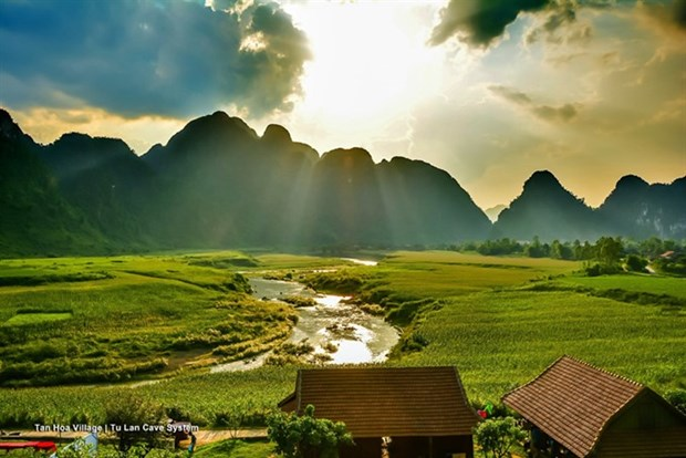 Photo exhibition to feature famous film locations in Vietnam hinh anh 1