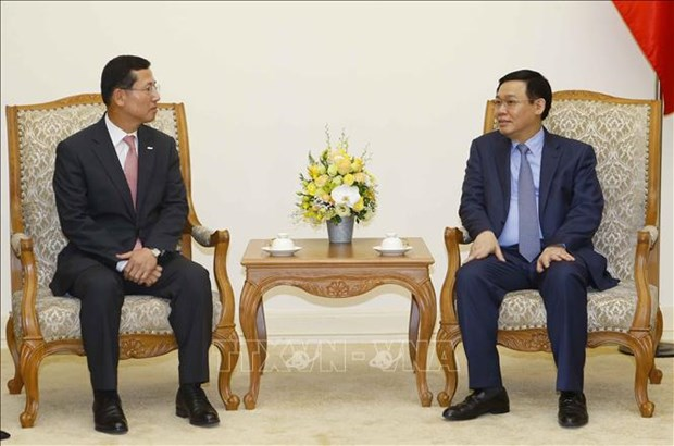 Deputy PM urges Shinhan Card to develop fintech in Vietnam hinh anh 1