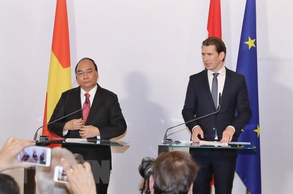 Vietnamese PM holds talks with Austrian Chancellor hinh anh 2