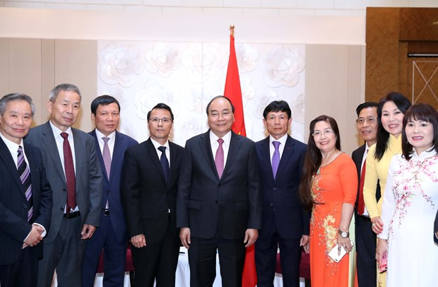 PM urges Vietnamese expatriates in Europe to promote solidarity hinh anh 1